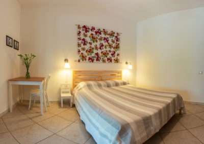 b&b bbfiore pula sardinia sardegna room 3 bed pareo romeo britto table 2