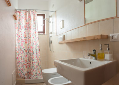 b&b bbfiore pula sardinia sardegna room 3 bathroom shower 2