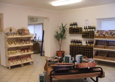 B&B Fiore - Wines and typical products at Cooperativa Sapore di Sole shop