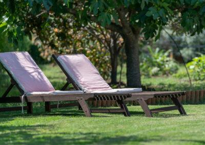 B&B Fiore Pula Sardegna lettini in giardino